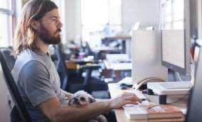 O que aprendemos com o CEO que aumentou salários e viu seus funcionários se demitirem