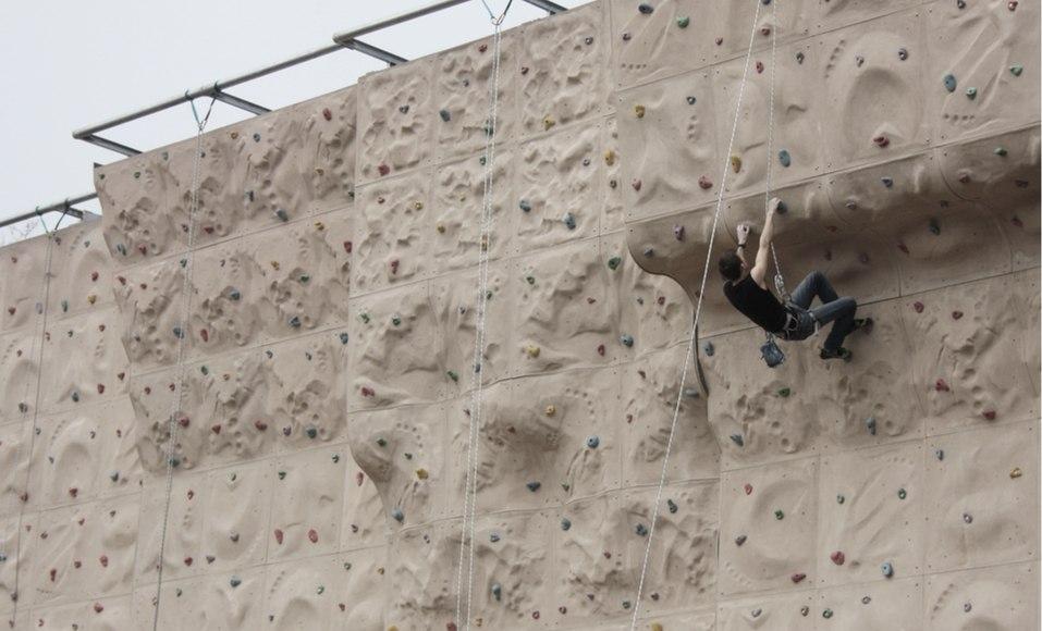 homem-subir-parede-escalada