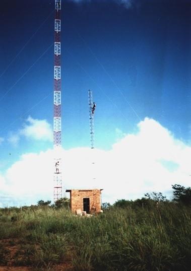 Antena da Brisanet em 1998, ano de fundação da empresa