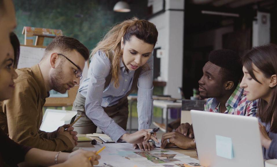 Quando o time não cabe mais em uma sala: gestão de pessoas para empresas de alto crescimento