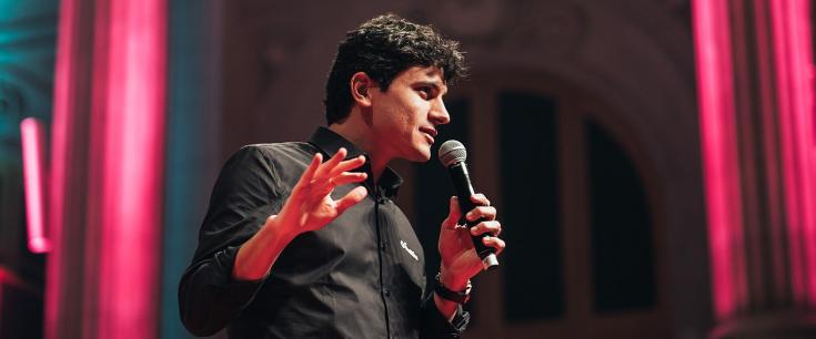 """Day1 Max Oliveira, da MaxMilhas: """"Se não existisse impossível, até onde você poderia ir?"""""""